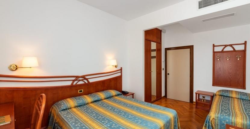 Scopri i servizi delle nostre camere triple a Venezia Lido