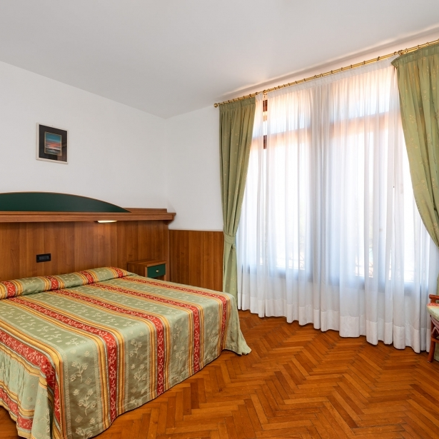 Choose the services of the rooms of Hotel Rivamare