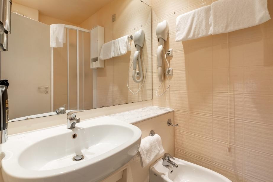 Tanto spazio a disposizione nei bagni delle nostre camere