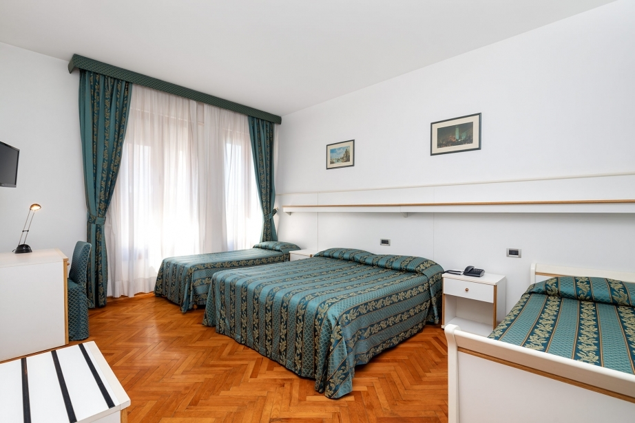Stay with your family in Venice Lido