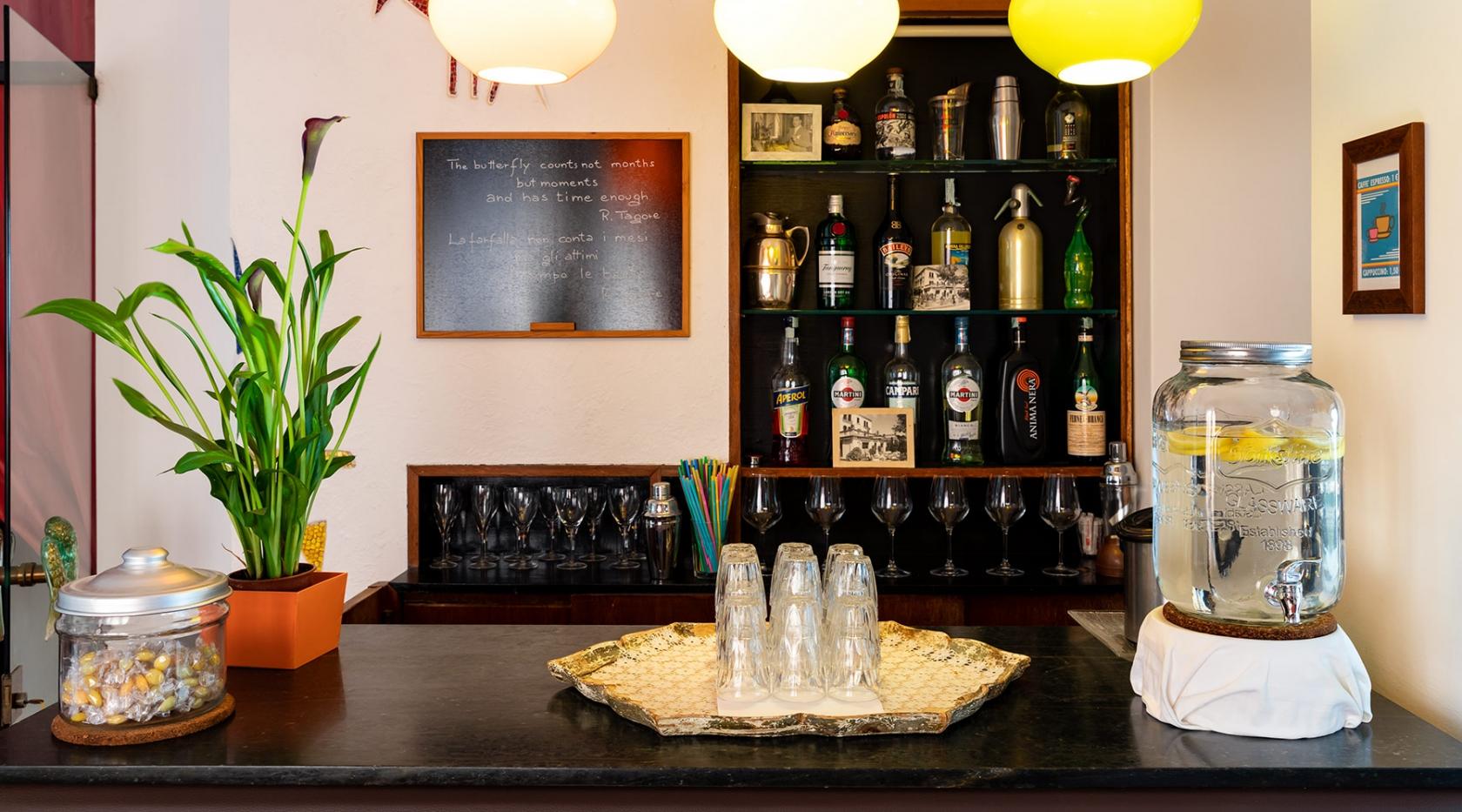 Gustati un aperitivo nel grazioso bar di Hotel Rivamare