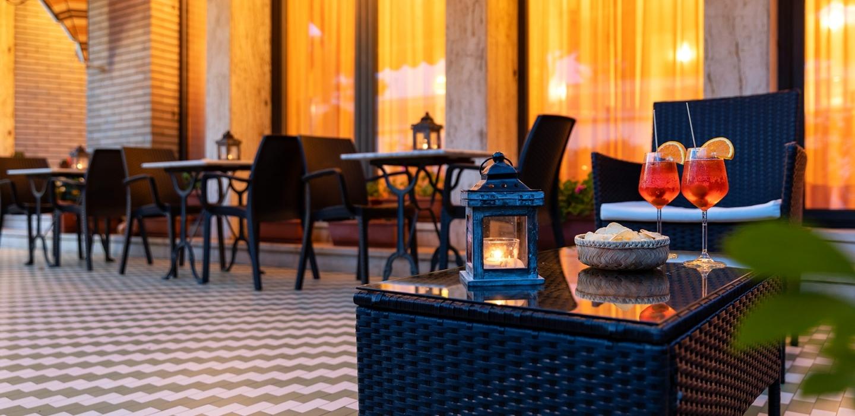Rilassati nel comodo dehor di Hotel Rivamare a Venezia Lido